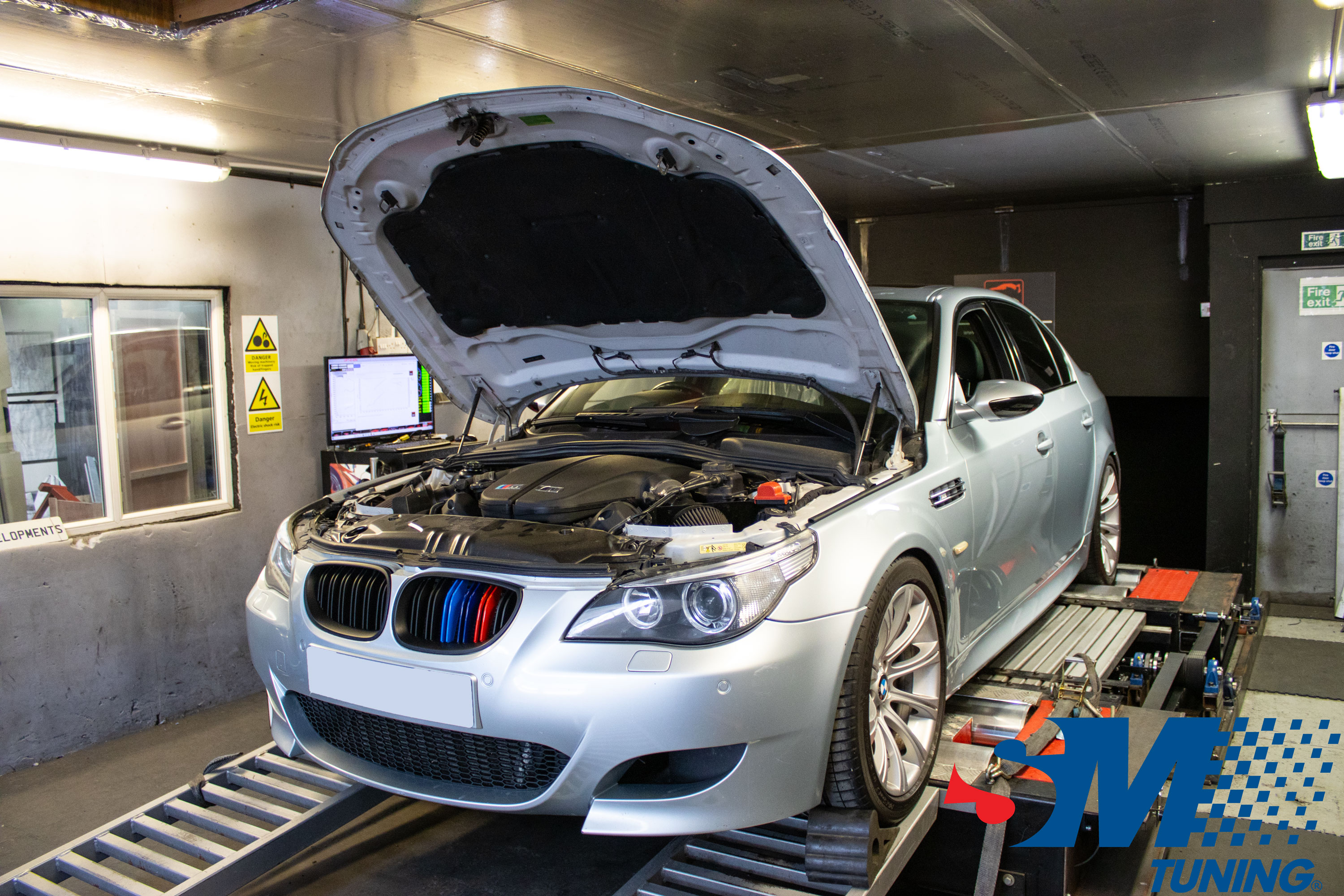 BMW E60 5.0 V10 M5 tuned on the rolling road.